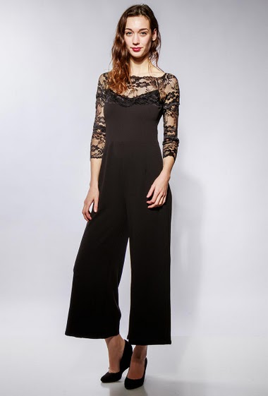 Jumpsuit with lace sleeves, wide leg pants. The model measures 177cm and wears M
