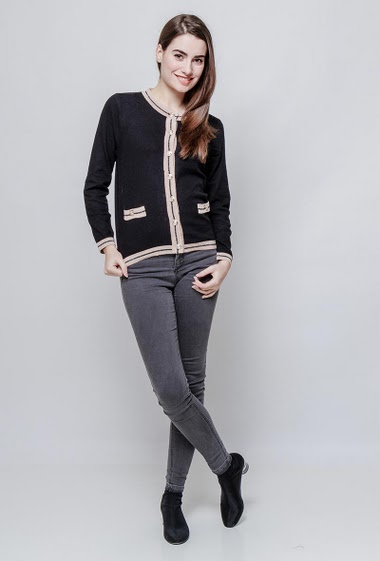 Knitted cardigan, contrasting  border, gold buttons. The model measures 172cm, one size corresponds to 38-40