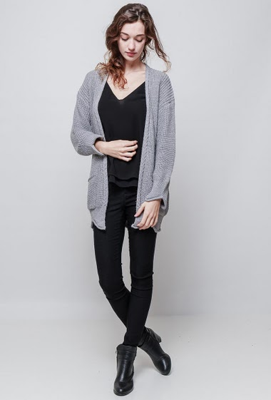 Shiny cardigan con lurex, open front, braided border, pockets, casual fit. The model measures 177 cm, one size corresponds to 38-40