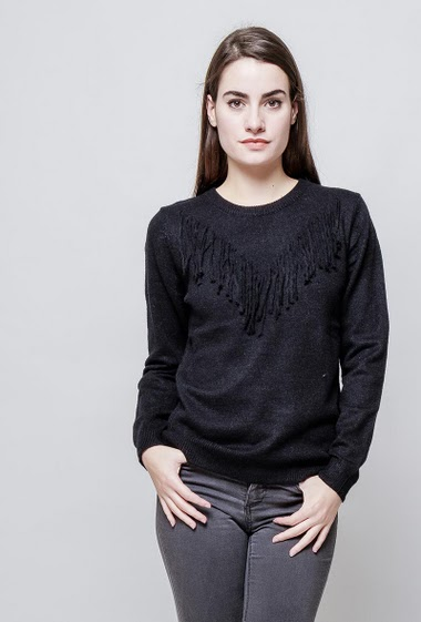 Soft knitted sweater, fringes.  The model measures 172cm, one size corresponds to 38-40