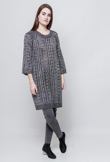 Long cutworked sweater, lurex. The model measures 172cm, one size corresponds to 38-40