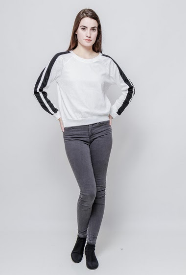 Bicolour sweatshirt. The model measures 172cm and wears S/M
