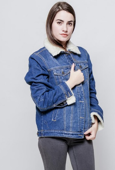 Denim jacket, fur collar and inner. The model measures 172cm and wears M
