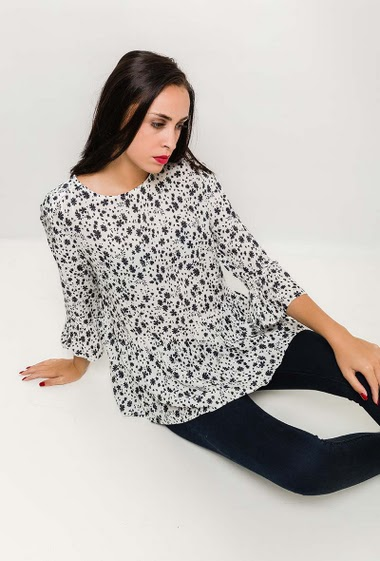 Blouse with printed flowers, frill hem. Size FR T2-42/44 T3 44/46 T4-46/48 75-48/50 T6-50/52 - Size UK - T2-14/16 T3-16/18 T4-18/20 T5-20/22 T6-22/24 - The model measures 180cm and wears T2. Length:70cm