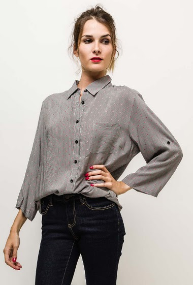 Shirt with roll-up sleeves. The model measures 170cm and wears T2=14/16(UK)42/44(FR). Length:74cm