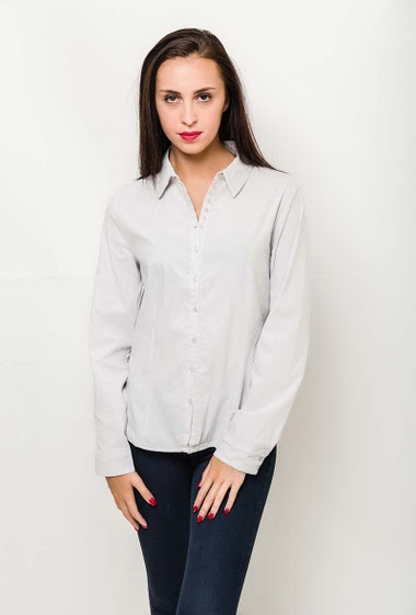 Slim shirt, long sleeve. Size FR T2-42/44 T3 44/46 T4-46/48 75-48/50 T6-50/52 - Size UK - T2-14/16 T3-16/18 T4-18/20 T5-20/22 T6-22/24 - The model measures 180cm and wears T2. Length:69cm