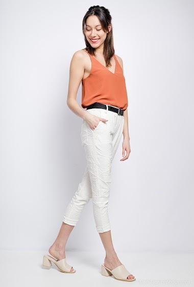 pantalon froissé avec écriture et ceinture - For Her Paris