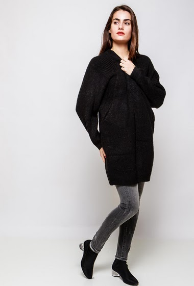 Long cardigan with pockets, loose fit. The model measures 172cm, one size corresponds to 38-42