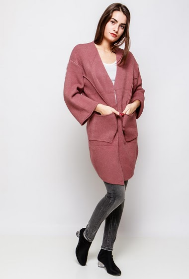 Long cardigan with pockets. The model measures 172cm, one size corresponds to 38-42