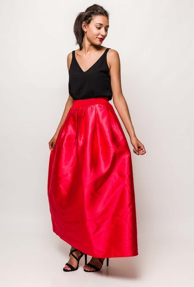 Silky skirt. The model measures 171cm and wears S
