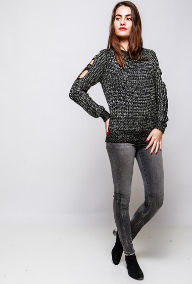 Knitted sweater, eyelets detail, openworked sleeves. The model measures 172cm and wears S/M