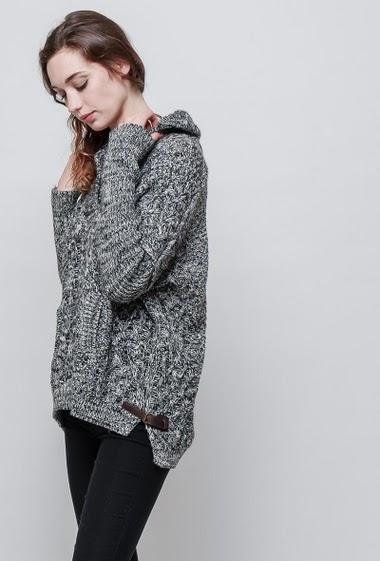 Knitted sweater. The model measures 177 cm and wears S/M