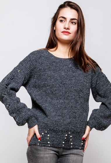 Ripped sweater, lace-up sleeves, border with pearls. The model measures 172cm and wears S/M