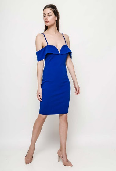 Slim dress, adjustable straps. The model measures 176cm and wears S. Length:95cm