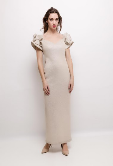 Iridescent long dress, ruffles. The model measures 177cm and wears S. Length:140cm
