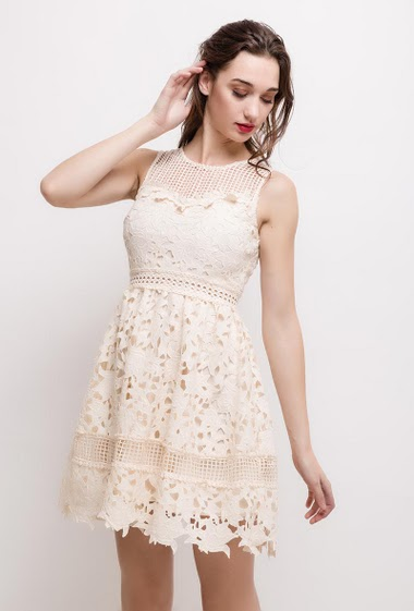 Skater sleeveless dress. The model measures 177cm and wears S. Length:90cm