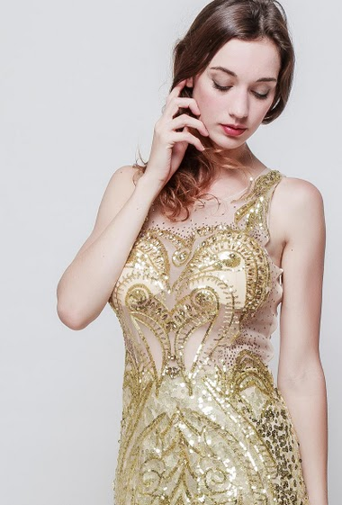 Evening sleeveless dress, padded chest, embroidered sequins, zip side closure. The model measures 177 cm and wears S