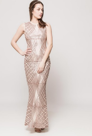 Sleeveless dress decorated with sequins. The model measures 175cm and wears S