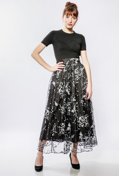 Long dress with skirt in printed tulle. The model measures 174cm and wears S