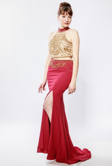 Dress with long skirt and cropped top with embroidered pearls, padded chest. The model measures 174cm and wears S