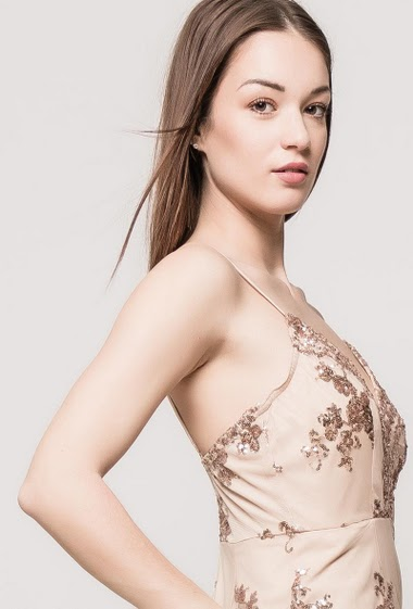 Tulle dress with embroidered sequins, adjustable straps, close fit. The model measures 175cm and wears S