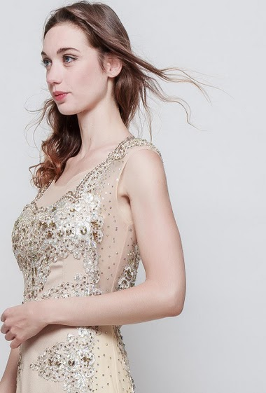 Sleeveless dress, padded chest, applied lace, rhinesones. The model measures 177 cm and wears S