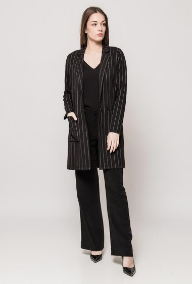 Elegant midi jacket, fine stripes, pockets, regular fit, press stud closure, comfortable fabric. The model measures 175cm and wears S