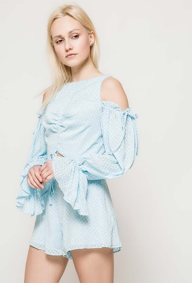 Cold shoulder playsuit, open front, long sleeves. The model measures 172cm and wears S. Length:78cm