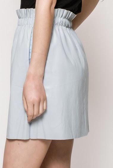 Jupe courte imitation cuir, poches, taille élastique