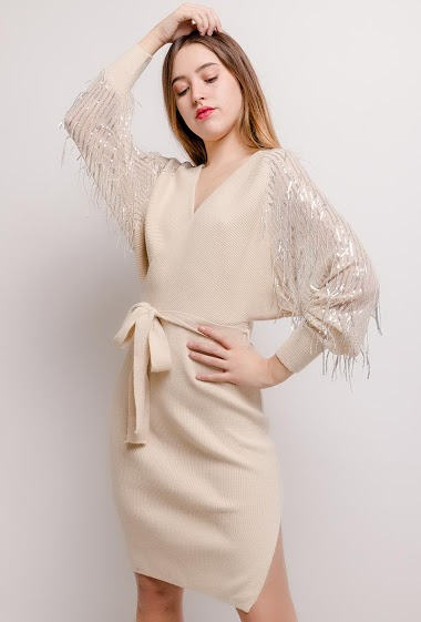 Wrap dress, sleeves with sequinned fringes. The model measures 174cm, one size corresponds to 10/12(UK) 38/40(FR). Length:100cm