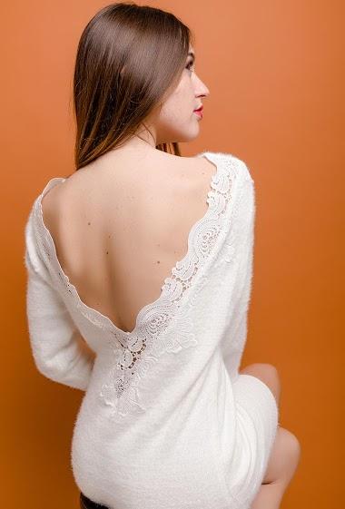 Robe avec dos ouvert, dentelle. La mannequin mesure 174cm, TU correspond à 38/40. Longueur:79cm