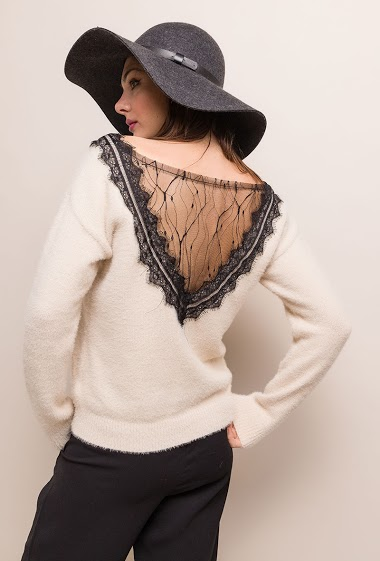 Sweater with transparente lace back. The model measures 175cm, one size corresponds to 10/12(UK) 38/40(FR). Length:60cm