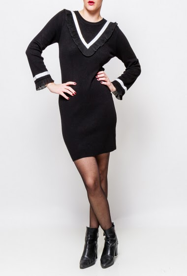 Knitted dress, pleated ruffles, long sleeves, close fit. The model measures 170cm, one size corresponds to 38-40