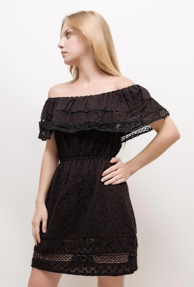 Robe bohème à épaules dénudées. La mannequin mesure 170cm et porte du S/M. Longueur:85cm