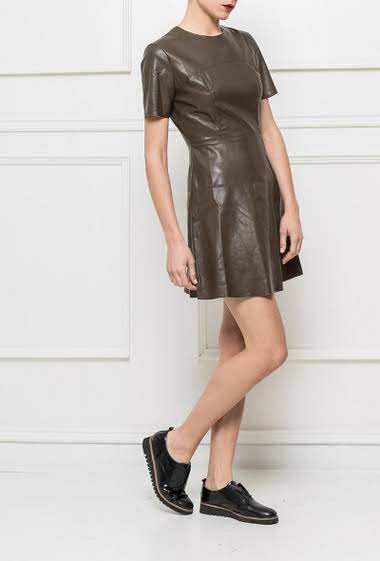 Asjuted dress in imitation leather, zip on the back