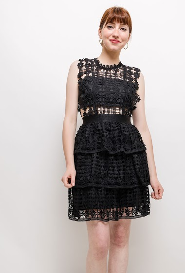 Sleeveless dress, crochet lace. The model measures 174cm and wears S. Length:85cm