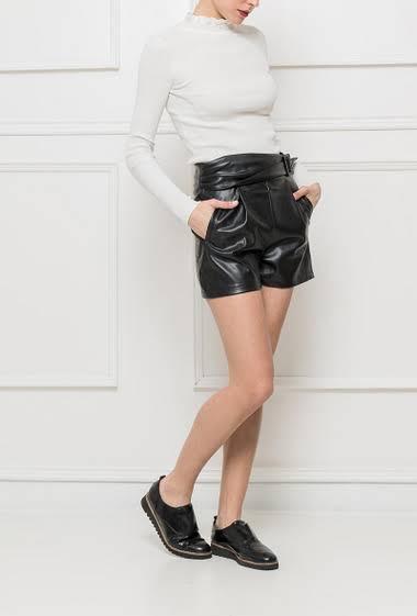 Short effet cuir avec ceinture, poches