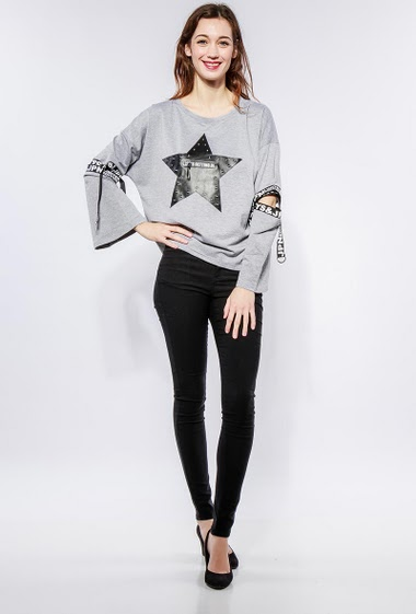 Sweatshirt with fake leather star, fancy sleeves with printed bands, , regular fit. The model measures 177cm and wears S/M