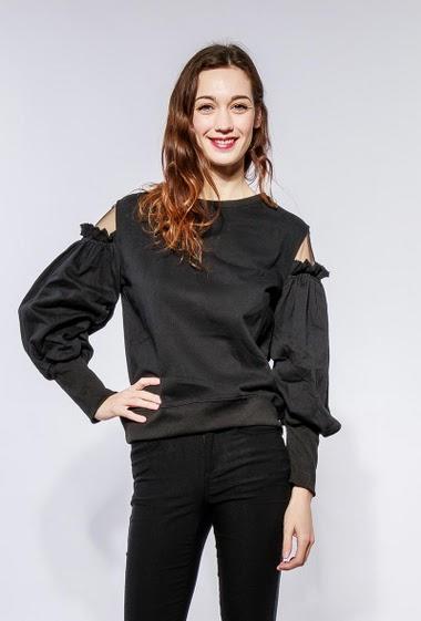 Fleece sweatshirt with puffed sleeves, tulle yoke. The model measures 177cm and wears S/M
