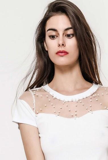 T-shirt à manches courtes. La mannequin mesure 176cm et porte du S/M. Longueur:62cm