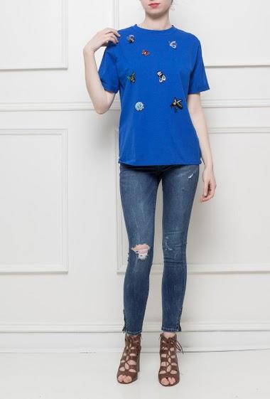 T-shirt en jersey orné de patchs perlés, coupe droite et décontracté, tissu agréable à porter