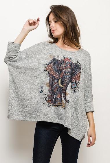 Sweater with elephant print