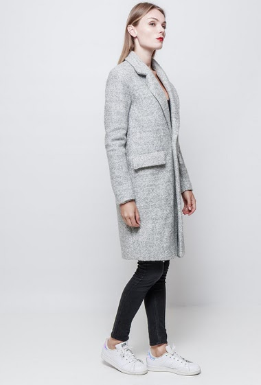Long coat in boiled wool. Button closing. The model measures 177 cm and wears S/M.