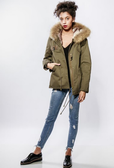 Cotton parka, removable lining in fur, back with embroideries, hood, drawstring. The model measures 176cm and wears S/8