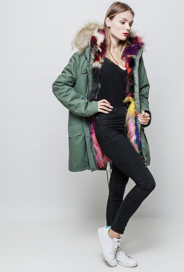 Parka with removable real fur. Hood. The model measures 177 cm and wears S.