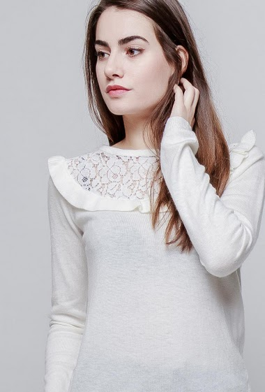 Knitted sweater with transparent lace, ruffles, regular fit. The model measures 172cm, one size corresponds to 38-40