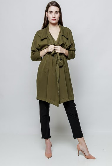 Chic trench, pockets and belt. The model measures 172cm and wears S