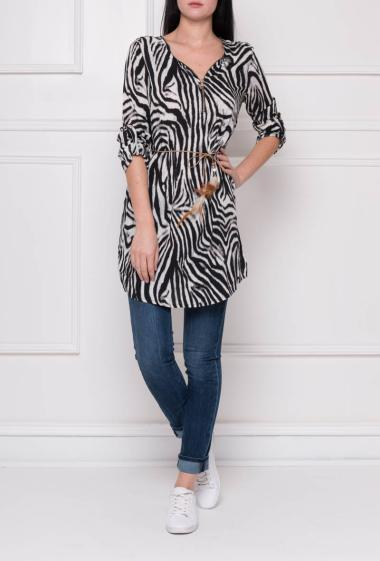 Printed tunic with belt decorated with feathers, roll-up sleeves, zipped V neck