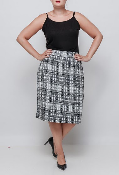 Midi skirt in tweed. The model measures 171cm and wears 46