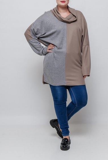 Bicolour tunic sweater, high collar. The model measures 171cm and wears T3=44/46. T4=48/50 and T5=52-54